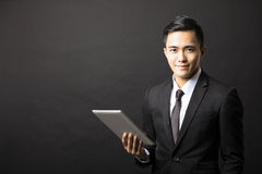 Smiling young businessman with tablet pc Royalty Free Stock Photos