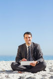 Smiling young businessman using his tablet computer Royalty Free Stock Images