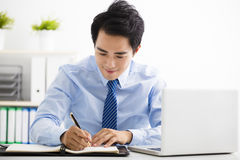 Smiling young businessman working in the office Royalty Free Stock Photos