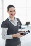Smiling young businesswoman holding datebook Royalty Free Stock Photography