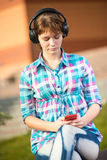 Smiling young college girl texting on a cell phone Royalty Free Stock Photos