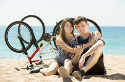 Smiling young couple with bicycles Royalty Free Stock Photography