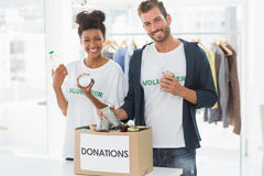 Smiling young couple with donation box Royalty Free Stock Photos