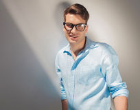 Smiling young fashion man posing Royalty Free Stock Photography
