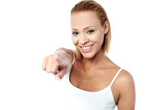 Smiling young female pointing you out Royalty Free Stock Photography