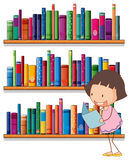 A smiling young girl reading in front of the bookshelves Royalty Free Stock Photos