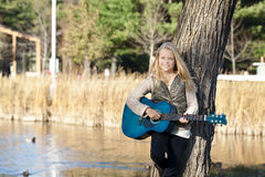 Smiling young guitar player Royalty Free Stock Photos