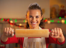 Smiling young housewife showing rolling pin Royalty Free Stock Photo