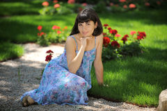 Smiling young lady in a park Royalty Free Stock Images