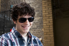 Smiling young man wearing sun glasses Royalty Free Stock Photography