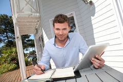 Smiling young man working from home Royalty Free Stock Photos