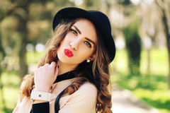 Smiling young trendy hipster girl on city background in the sunlight outdoor Royalty Free Stock Photos