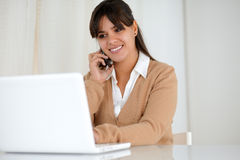 Smiling young woman browsing the internet Royalty Free Stock Image