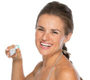 Smiling young woman brushing teeth Stock Photography