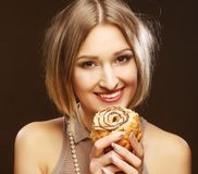 Smiling young woman with a cake Royalty Free Stock Photography