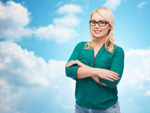 Smiling young woman with eyeglasses Royalty Free Stock Images