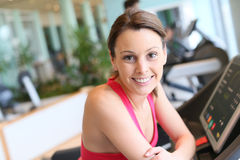 Smiling young woman in a fitness club Royalty Free Stock Photos