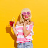 Smiling young woman with fresh red drink Royalty Free Stock Photos