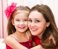 Smiling young woman and her little girl Royalty Free Stock Photos