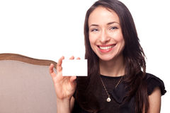 Smiling young woman holding blank businesscard Royalty Free Stock Photography