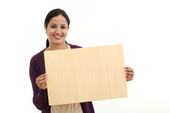 Smiling young Woman holding blank wood sheet Royalty Free Stock Photos