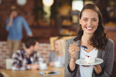 Smiling young woman holding cake Royalty Free Stock Photography