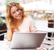 Smiling young woman with laptop Royalty Free Stock Photography