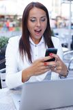 Smiling young woman with mobile phone Royalty Free Stock Photography