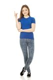 Smiling young woman pointing up. Royalty Free Stock Photos