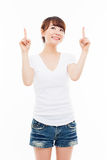 Smiling young woman pointing upwards Royalty Free Stock Photography