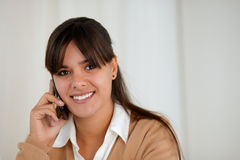 Smiling young woman speaking on cellphone Royalty Free Stock Photos