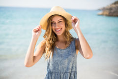 Smiling young woman standing against sea Stock Photography