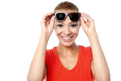 Smiling young woman with sunglasses Royalty Free Stock Photos