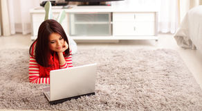Smiling young woman using laptop Royalty Free Stock Photography