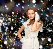 Smiling young woman in winter clothes Royalty Free Stock Photos