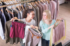 Smiling young women shopping Royalty Free Stock Image