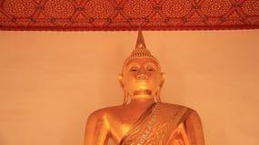 Smilingly goldener großer Buddha Lizenzfreie Stockfotografie