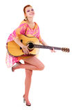 Smilling Frau mit Gitarre Lizenzfreie Stockbilder