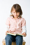 Smilling girl reading a book Royalty Free Stock Photography