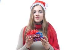 Smilling wooman med giftboxes arkivfoto