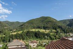 Smilyan村庄是其中一中间Rhodopes的最旧的解决 位于它在地方分东南部的15 km 图库摄影