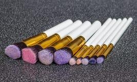Sminkborstar på svart bakgrund Royaltyfri Fotografi