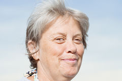 Smirking Frau Stockbild