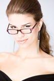 Smirking junge Frau Lizenzfreies Stockfoto