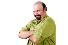 Smirking Mitte gealterter Mann mit den gefalteten Armen Stockfotos