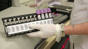 SMIRNE, TURCHIA - GENNAIO 2013: Campioni di sangue di prova archivi video