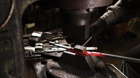 Smith διαμορφώνει το κόκκινο - καυτός σίδηρος απόθεμα βίντεο