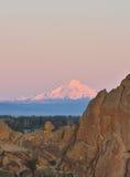 Smith Rock en Bochtige Rivier bij zonsopgang Royalty-vrije Stock Afbeeldingen
