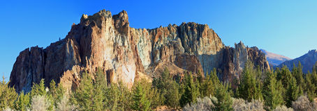 Smith Rock State Park - Terrebonne, Oregon Royaltyfri Bild