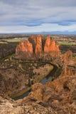 Smith Rock y río torcido en la salida del sol Imagenes de archivo